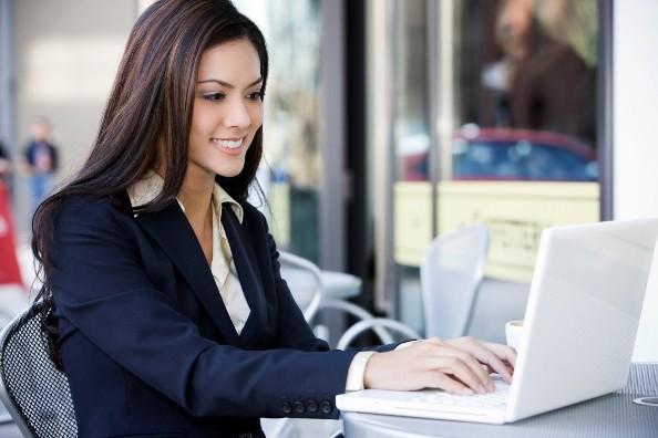Business-Woman_on-laptop_2_quavondo_i